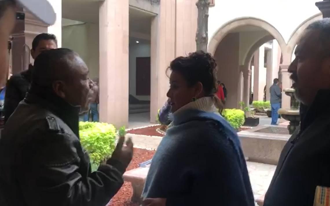 Alcaldesa y regidor se reúnen para solucionar problemas, pero sus seguidores salen peleando - El Sol de San Luis