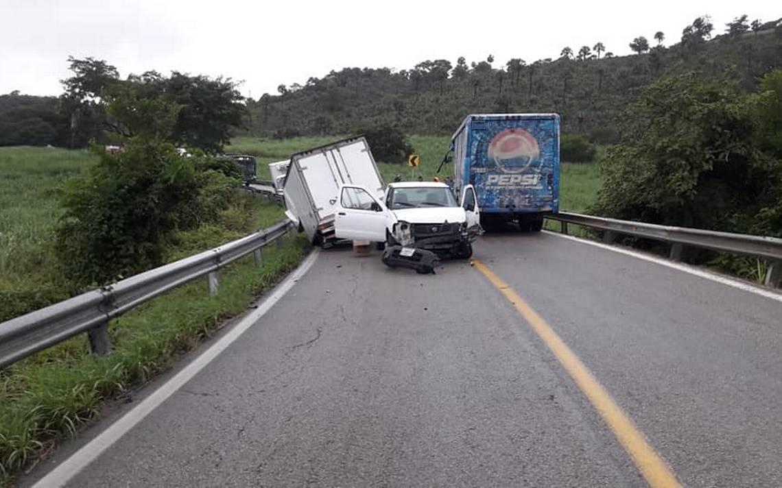 Choca camión de la Pepsi en carretera a Rioverde - El Sol de San Luis